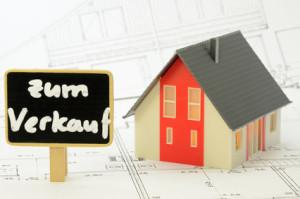 Möchten Hausbesitzer ihren Kredit vorzeitig ablösen, dann kommt es oft dazu, dass sie ihre Immobilie verkaufen