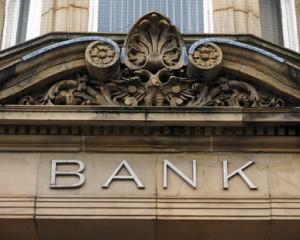 Die Bank darf für die Löschungsbewilligung keine Kosten verlangen.